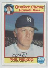 1986 Topps Quaker Chewy Granola Bars Food Issue Base #28 Phil Niekro Card
