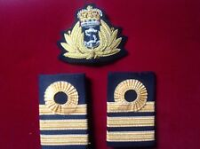 SET OF ROYAL NAVY COMMANDERS RANK CAP BADGE AND EPAULETTES