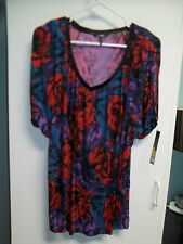 NWT Misses Size Large Top, Shirt by Daisy Fuentes, Floral V Neck