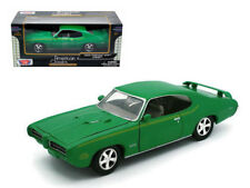 Motormax 1969 Pontiac GTO Judge 1:24 Diecast Model Car