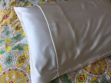 22 and 25 Momme White 100% Mulberry Silk Pillowcase in Queen or King Size