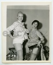 1950's Photo~two lovely ladies showing off legs, pin-up girls, 4x5, x15195