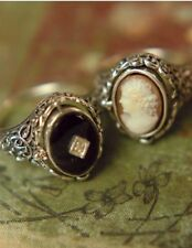 Victorian Trading Co Sz 8 Cameo on One Side Onyx Flip Ring