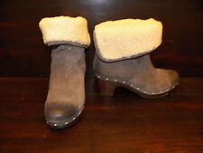 New Womens UGG Lynnea Charcoal Suede Shearling Short Ankle Wooden Clog Boots