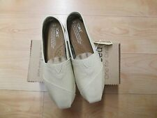 NEW WITH BOX - WOMEN'S TOMS SHOES - CLASSICS NATURAL CANVAS -SIZE 7  -$39.00