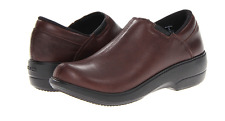 Crocs Womens Chelsea Leather Loafers Red Womens 6  NWT non-slip soles