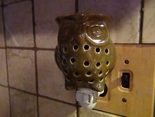 OWL Ceramic Oil and Wax Tart Electric Wall Outlet Plug In Warmer. Green