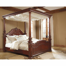 Signature Design by Ashley Martanny Brown/ Cherry Poster Bed