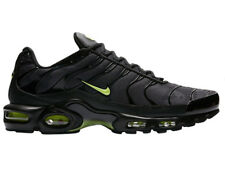 NEW MENS NIKE AIR MAX PLUS TRAINING SHOES TRAINERS BLACK / VOLT GLOW / WOLF GREY