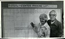 1982 Press Photo Elizabeth Banko & Walter Hegg stand board showing contribution