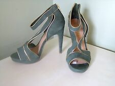 Forever by Paula Abdul Faux Suede Strappy Green w/ Gold Trim Heels sz 7 & 9