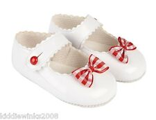 BNWT Made in England U.K Baby baypods white with bow patent look girls shoes