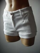 White Textured Beach Summer Vacation Women Classic Casual Cuffed 81 mv Shorts