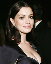 ANNE HATHAWAY BUSTY CLOSE UP PHOTO OR POSTER