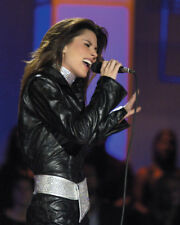 SHANIA TWAIN IN BLACK LEATHER SINGING PHOTO OR POSTER