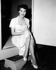 AVA GARDNER LEGGY CANDID RARE SHOT 1950'S PHOTO OR POSTER