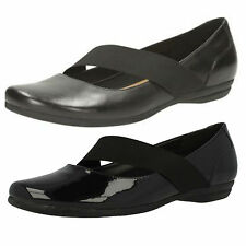 LADIES CLARKS LEATHER & PATENT LEATHER SLIP ON SHOE DISCOVERY RITZ