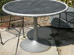 VtG RND TABLE METAL TULIP PEDESTAL SMOKED ACRYLIC-LIKE MAT INTER GARDEN