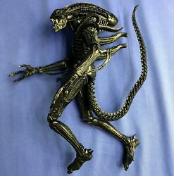 NECA Aliens XENOMORPH WARRIOR (Brown Variant) 7