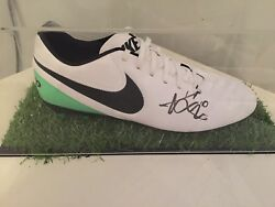 EDEN HAZARD CHELSEA FC BLUES SIGNED FOOTBALL BOOT IN DISPLAY CASE ASTRO TURF