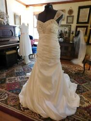 GORGEOUS IVORY SOFT TAFFETA BEADED & RUCHED FIT AND FLARE WEDDING GOWN SIZE 10