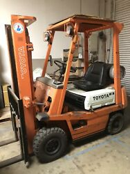 Pre-owned Toyotal Forklift Model 4FGL15 Capacity to load 3000 lbs