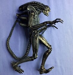 NECA Aliens XENOMORPH WARRIOR (Blue Variant) 7