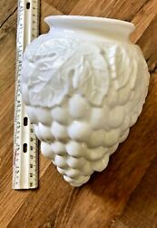 BEAUTIFUL VINTAGE LIGHT SHADE MILK GLASS GLOBE ANTIQUE SHADE GRAPE PATTERN $17.99