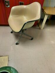 Vintage Mid Modern Herman Miller Swivel Chair $275.00