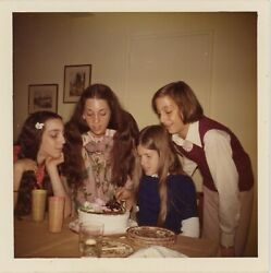 LITTLE WOMEN BIRTHDAY PARTY GIRLS SISTERS COOL KIDS FOUND PHOTO SNAPSHOT 1973 $7.99