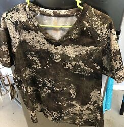 She Outdoor apparel Real-tree Camo Stretch Top Green Brown Beige Logo MEDIUM NWT
