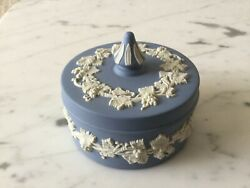 WEDGWOOD CREAM ON PALE BLUE JASPERWARE SPIKE KNOB BOX TRINKET LOVELY $29.00