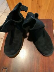 gently used Ugg Women#x27;s Classic Short 2 Boots Variety WOMEN#x27;S SIZE USA 7 $16.99