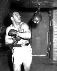 BOXING CHAMPION ROCKY MARCIANO PRACTICES ON THE PUNCHING BAG 8X10 $4.95