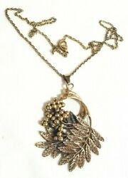 Gorgeous unsigned gold tone necklace with a stylish pendant!