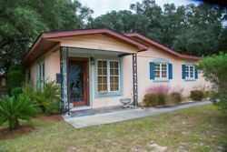 4 Nights: Kisses Cottage Home by RedAwning ~ RA187509