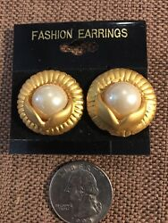 Vintage Gorgeous Matte Gold Tone Clip On Earrings With Faux Pearls Very Nice!