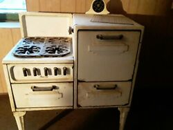 Magic Chef Vintage Stove White enamel 1930 40 Local Pick up Only $600.00