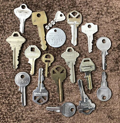 Lot Of 17 Vintage Lock Keys Luggage Cabinet Charms Rustic DIY Crafts Projects $6.95