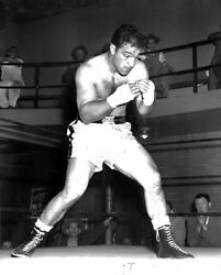 BOXING CHAMPION ROCKY MARCIANO PRACTICES SHADOW BOXING 8X10 $4.95