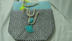 New Women's Stylish Beach Tote with Yarn Tassel T25 $19.99
