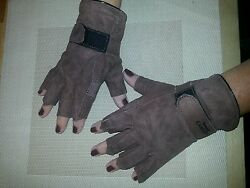 One pair of soft Brown goat skin leather driving gloves finger less Size M. $2.99