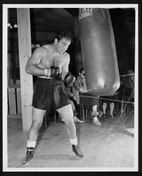 LEGENDARY BOXING CHAMPION ROCKY MARCIANO WORKS THE BAG 8X10 $4.95