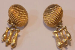 Stunning VINTAGE  Textured GOLD TONE CLIP ON EARRINGS  wdangle (127)