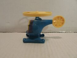 VINTAGE HARDEE#x27;S TOY HELICOPTER A 2 $2.00