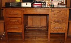 Beautiful Vintage 1940's Teachers Desk
