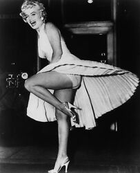 Marilyn Monroe Lifting The Leg 8x10 Picture Celebrity Print