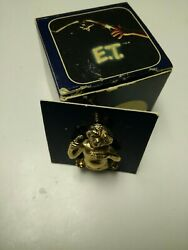 Vintage rare ET the Extra Terrestrial Tie Tac Pin Gold Tone 1983 Signed boxed