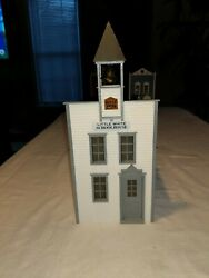 PIKO LITTLE WHITE SCHOOLHOUSE STRUCTURE BUILT UP SUPER NICE $59.95