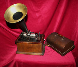 1905 Edison Phonograph with Replica Horn with Last Patent Date of 1905